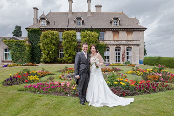 Bride and Groom in Eastwood Park's formal gardens